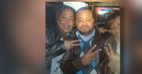 Stranger asks to use phone to call for help, kills factory worker