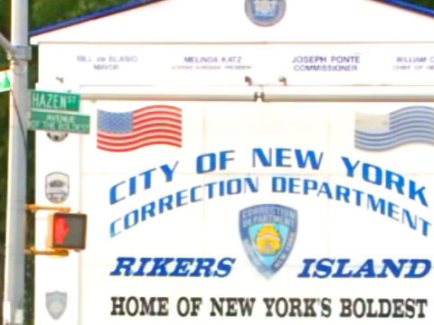 Rikers Island officer slashed in face by inmates