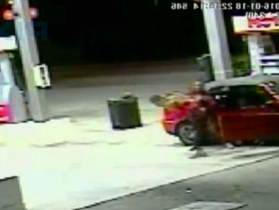 WATCH: Florida mom fights off pair of carjackers
