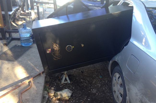 Suspects caught trying to stuff stolen safe into car