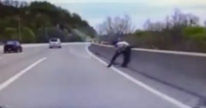 Video: Policeman saves man trying to jump off bridge