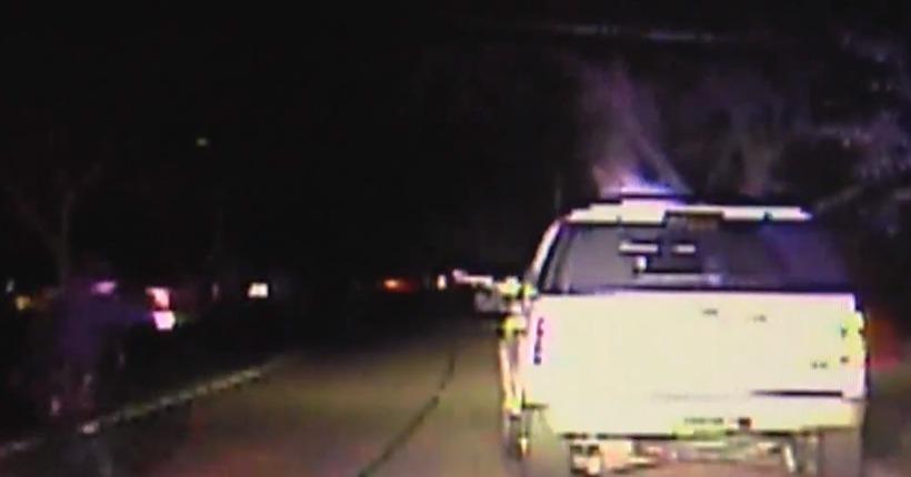 Video: Man points long gun at cop during traffic stop