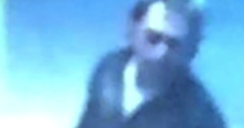 Police seek man who grabbed teen at mall