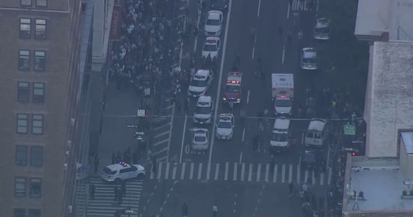 2 NYPD officers hurt by cleaver-wielding man; attacker shot in midtown