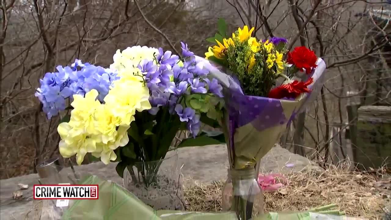 abigail-liberty-memorial-flowers-delphi