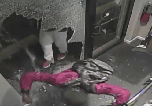 Video: Smash-and-grab of high-end lingerie store