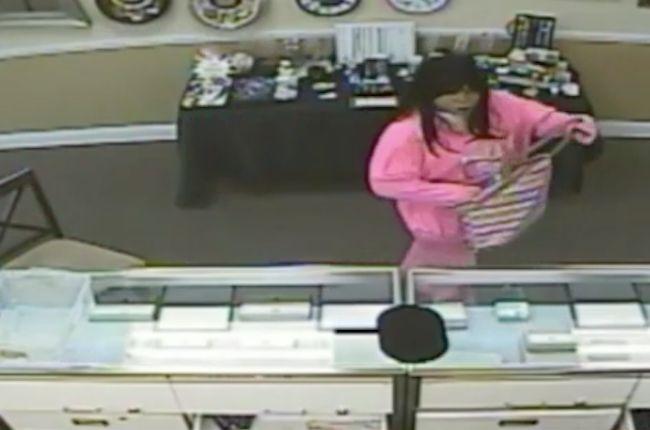 Men in drag rob Florida jeweler; 1 suspect kidnaps family