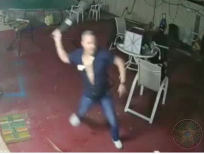 WATCH: Florida homeowner fights off attackers with machete