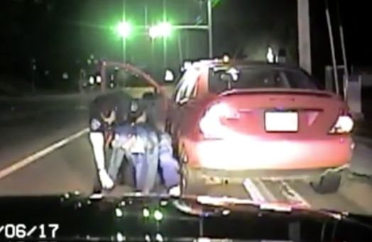 Missouri police officer gets into brutal battle with suspect during traffic stop