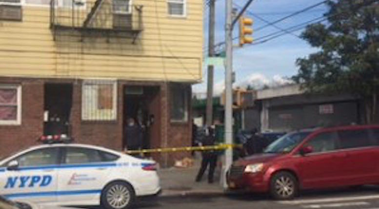 Dad dies after being shot in head during Queens robbery by 3 in suits