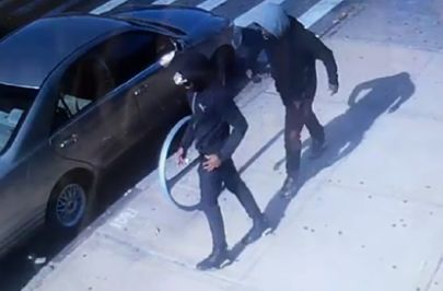 Men steal $100K in jewelry from woman in Brooklyn, punch her