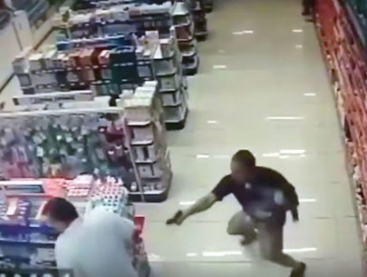 WATCH: Off-duty cop shoots armed robbers to death while holding baby