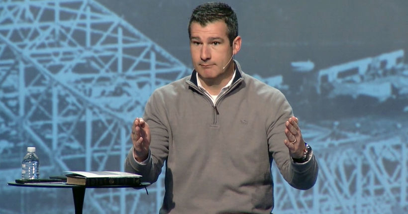 Pastor receives standing ovation after admitting sexual incident with teen