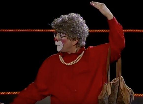 Big Apple Circus performer Grandma the Clown resigns over pornographic photos of teen: NYT
