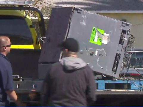 Burglar uses dump truck to take ATM, leads freeway pursuit