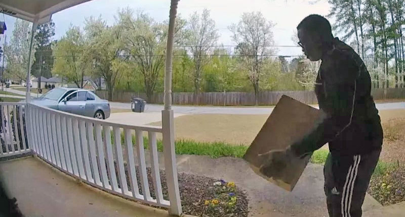 Package thief ignores woman's warning, steals her clothes as she watches