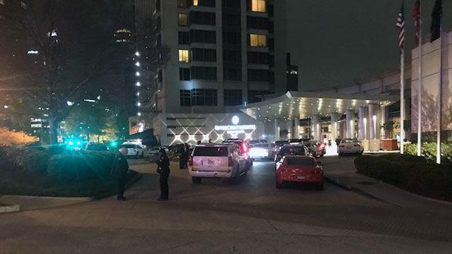 Boxer Floyd Mayweather's bodyguard shot outside Buckhead hotel