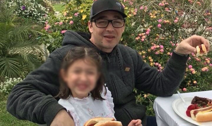 Father dies after random knife attack while dining with 5-year-old daughter on lap