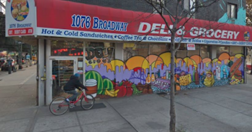 Man on the phone stabbed in the back at Brooklyn bodega