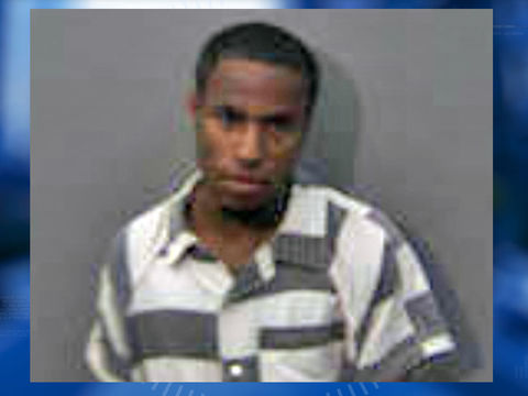Police: Thief tried paying waitress with her own stolen card