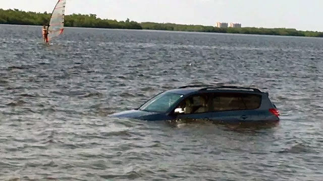 Mother drives SUV into water off Florida causeway with child inside