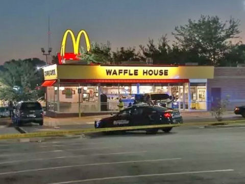 Suspect in clown mask shoots man during Waffle House robbery