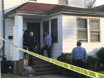 Burglar dead after being stabbed, hit with bat by homeowners: Police