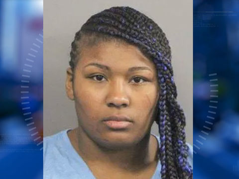 Woman locks 2 kids in hot car, assaults bystander who intervened