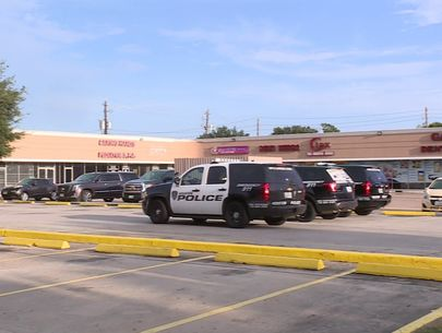 Police: Dad accidentally leaves toddler in hot car for hours at work
