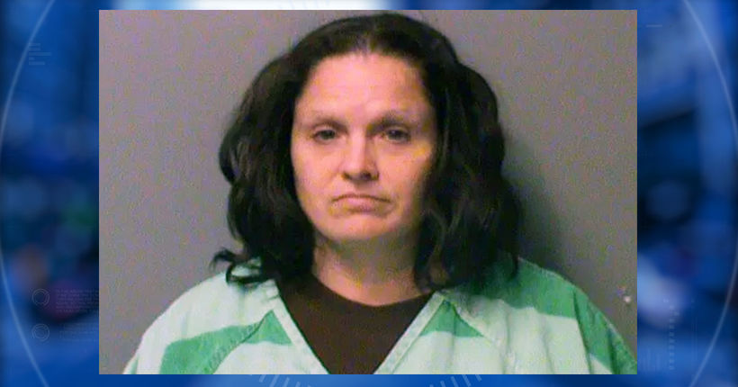 Iowa mom charged with tying up kids after police receive pictures